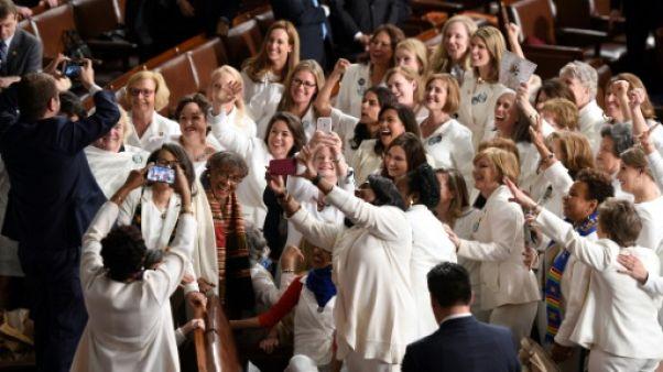 Face à Trump, des élues démocrates jeunes et vêtues de blanc en hommage aux suffragettes