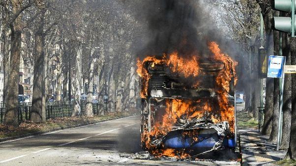Incendi bus, decine casi al vaglio pm