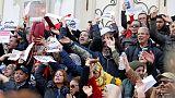 آلاف المدرسين يحتجون في تونس للمطالبة بتحسين أوضاعهم المالية