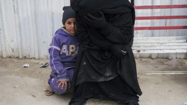 Syrie: HRW réclame transparence et responsabilité sur le transfert des jihadistes