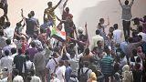شهود: الأمن السوداني يطلق الغاز المسيل للدموع عند مسجد في الخرطوم