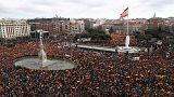الآلاف يتظاهرون في مدريد احتجاجا على سياسة الحكومة إزاء قطالونيا
