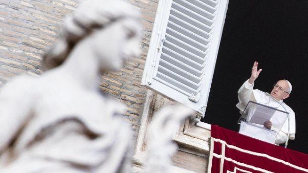 Papa Prega contro tratta,denunciare casi