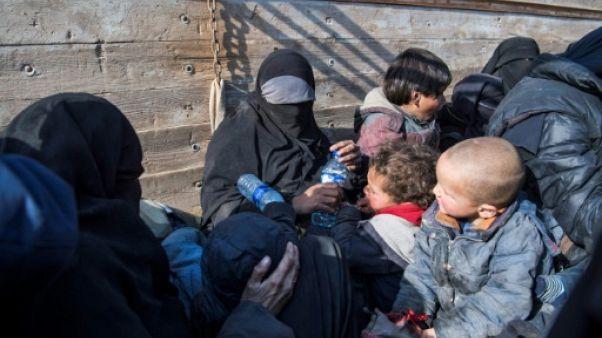 Fuyant le dernier réduit de l'EI en Syrie, deux Françaises racontent