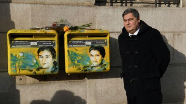 A Paris, les portraits tagués de Simone Veil nettoyés par l'artiste