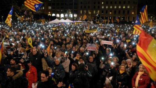 Plusieurs milliers de manifestants à Barcelone contre le procès des séparatistes