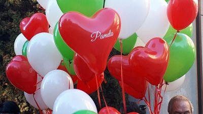 Pamela, palloncini tricolore a Macerata