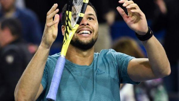 Tennis: Tsonga enchaîne victorieusement à Rotterdam