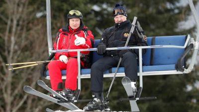 Poutine et Loukachenko skient ensemble, malgré des relations tendues