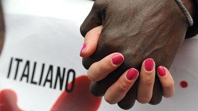 Adottano senegalese, scritte razziste