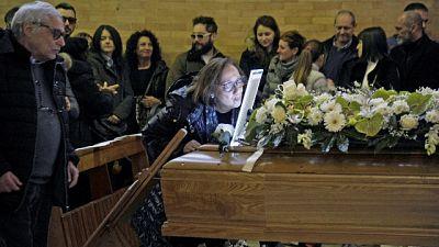 Medico morto, in centinaia ai funerali