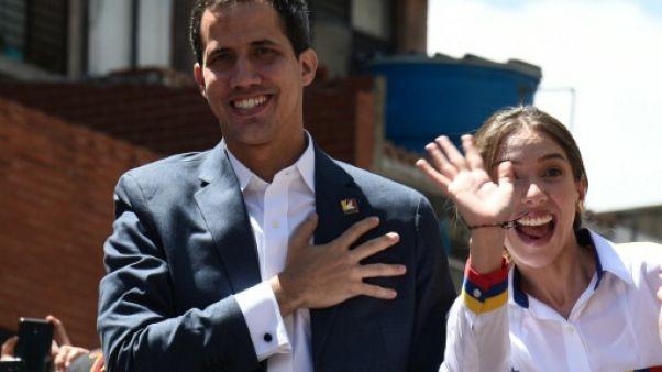 Venezuela: Guaido défie Maduro avec son style de trentenaire