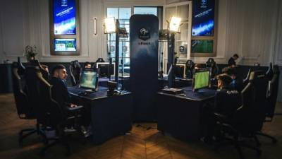 Esport: les Bleus du football virtuel s'incrustent à Clairefontaine