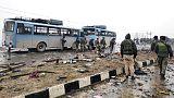 سيارة ملغومة تقتل 44 في كشمير والهند تدعو باكستان للتحرك ضد المتشددين