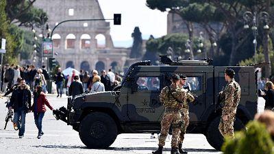 Colosseo, petardo sotto mezzo Esercito