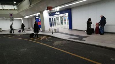 Fugge a Linate per evitare espulsione
