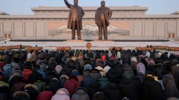 Les Nord-Coréens rendent hommage à Kim Jong Il dans un froid glacial