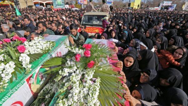 Attentat en Iran: la foule crie vengeance aux funérailles des victimes