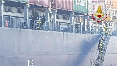 Incendio colpisce nave a Venezia
