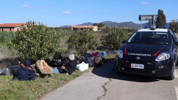 Dodici migranti sbarcati in Sud Sardegna