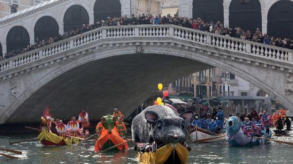 Venezia: Carnevale, sfila la 'Pantegana'