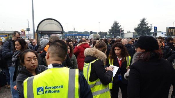 Incendio a Ciampino, scalo evacuato