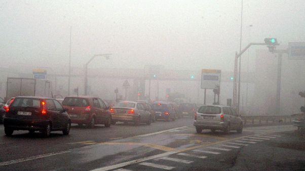 Tamponamenti A31 per nebbia, un morto