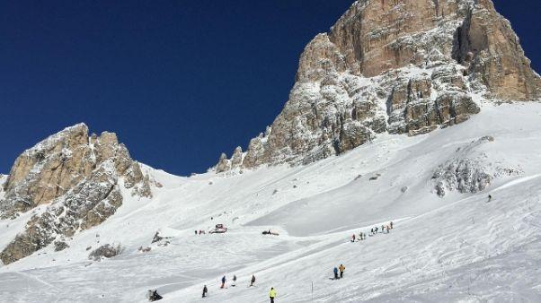 18enne cade sciando, prognosi riservata