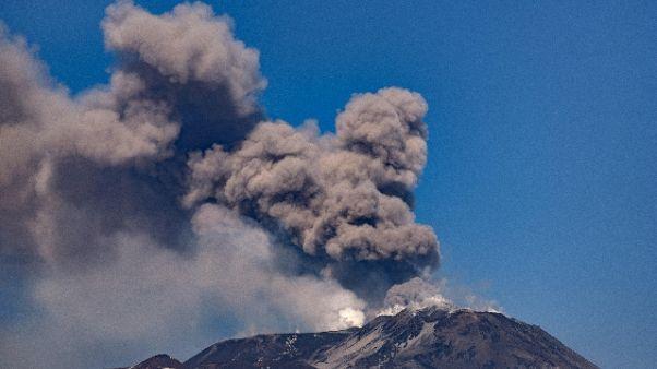 Cenere da Etna, chiuso uno spazio aereo