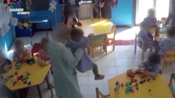 Maltrattava bambini in asilo, arrestata