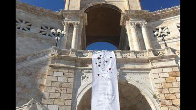 Rubato a Cagliari striscione su genocidi