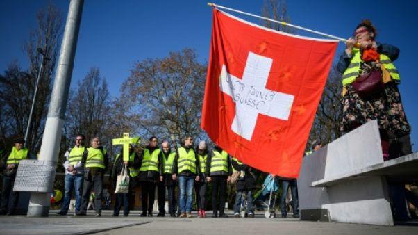 """Un millier de """"gilets jaunes"""" à Genève pour sensibiliser l'ONU"""
