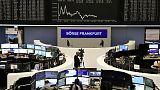 الأسهم الأوروبية تصعد بدعم من محادثات التجارة لكن سينسبري وسويد بنك يخالفان اتجاه السوق