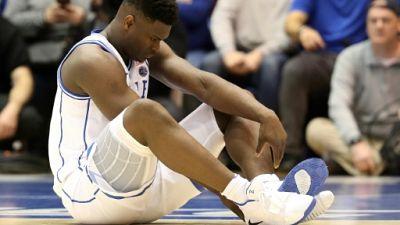 Zion Williamson après sa blessure sur le parquet de Duke le 20 février 2019