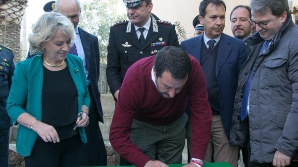 Salvini consegna a Cc villa confiscata