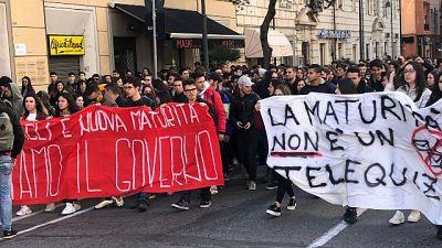 Scuola: studenti in piazza a Cagliari