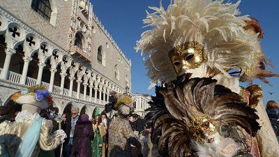 Venezia, stop ai coriandoli di plastica