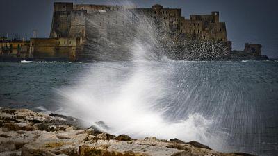 Forte vento, domani scuole Napoli chiuse