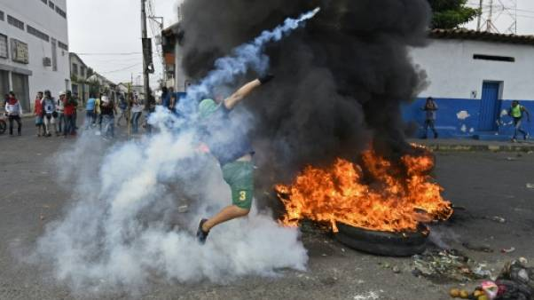 Venezuela: heurts et désertion de militaires à la frontière avec la Colombie