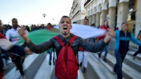 Algérie: la mobilisation contre Bouteflika change la donne à 2 mois de la présidentielle