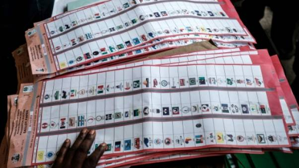 Les Nigérians attendent de connaître leur prochain président, les bureaux de vote ferment