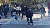 الشرطة الجزائرية تطلق الغاز المسيل للدموع لتفريق محتجين