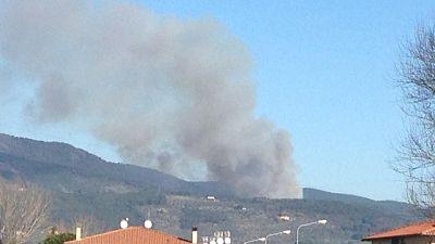 Incendi: fiamme sul Serra nel Pisano