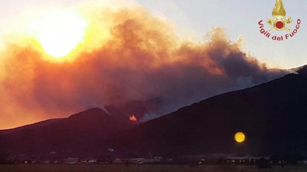 A Vicopisano in fiamme 150 ettari pineta