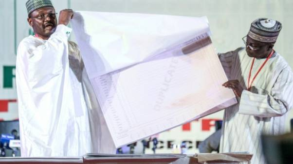 """Présidentielle au Nigeria: les résultats commencent à tomber, l'opposition crie à la """"manipulation"""""""