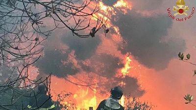 Incendi, chiuse domani scuole Vicopisano