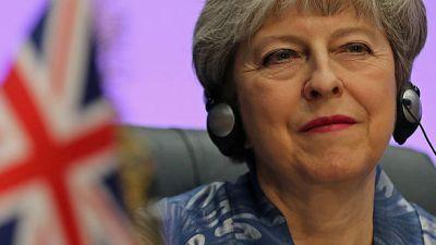 صحيفة: رئيسة وزراء بريطانيا تقترح استبعاد الخروج من الاتحاد دون اتفاق