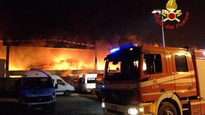 Rogo di rifiuti a Milano, 15 arresti