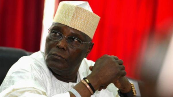 """Présidentielle au Nigeria: l'opposition dénonce """"une parodie d'élection"""" et va en justice"""