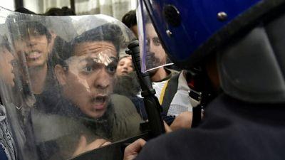 """Algérie: frustrations et """"humiliation"""", moteurs de la contestation actuelle"""